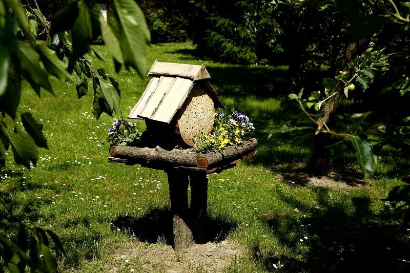 Méhecskehotel (darázsgarázs)